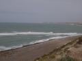 Péninsule Valdés - Punta cantor (les petits points noirs dans l'eau, sur la droite : ce sont les orques)