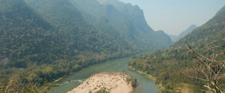 Le long de la rivière Nam Ou